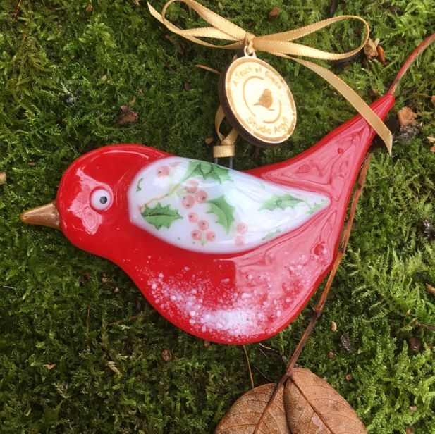 Christmas Robin with Holy detail glass decoration.