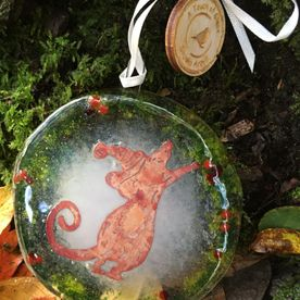 Little Mouse in a Wreath Fused Glass Decoration